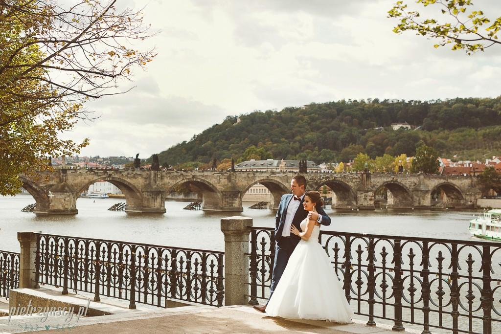 28, sesja ślubna w Pradze, fotograf ślubny Ponań, poślubna sesja zagranicą