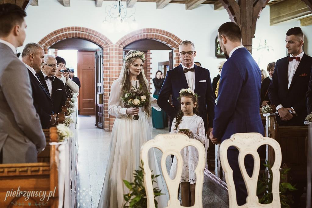 21-zdjęcia-ślubne-Nowy-Tomyśl-fotograf-na-wesele-Nowy-Tomysl-sesja-ślubna-Nowy-Tomyśl